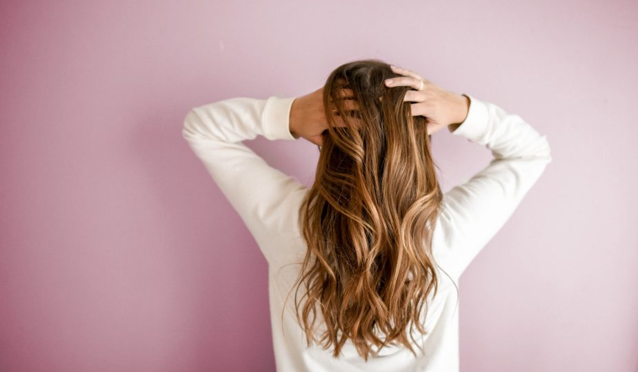greffe cheveux, femme de dos